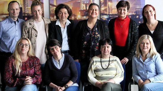 Osoby za zdjęciu (von links) Krzystztof Gruchala (PL), Aneta Kacprzyk (PL), Nina Heckeroth (D), Katrin Bandt (C), Christine Burgdorf (D), Annett Burghardt (D), Lina Fenerc (H), Aniko Szabone Gabor (H), Anna Janiatkowska (PL), Kinga Szekely-Kekedi (H).
